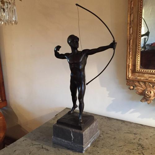 Bronsskulptur med marmorsockel från tidigt 1900-tal. Signerad P. Brandt, Deutsche-Bronze.