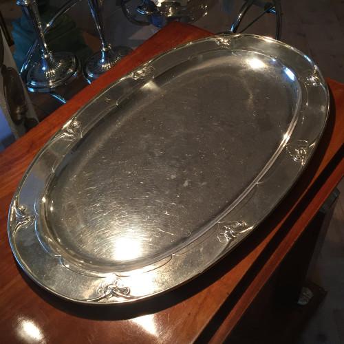 Silverbricka från Georg Jensen. Troligtvis 1910-1920-tal.